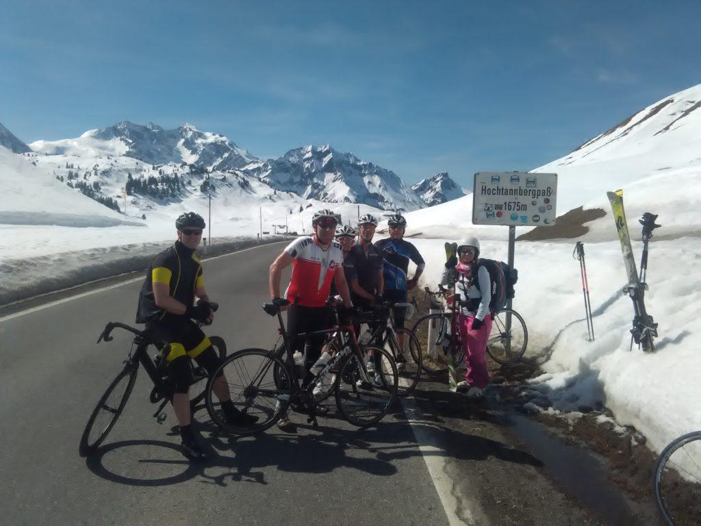 Rennradfahrer meets Skitourengänger