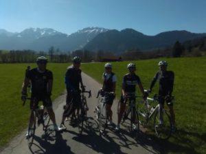 Hans, Helmut, Anita, Manu und Claus bei der Anfahrt nach Vils